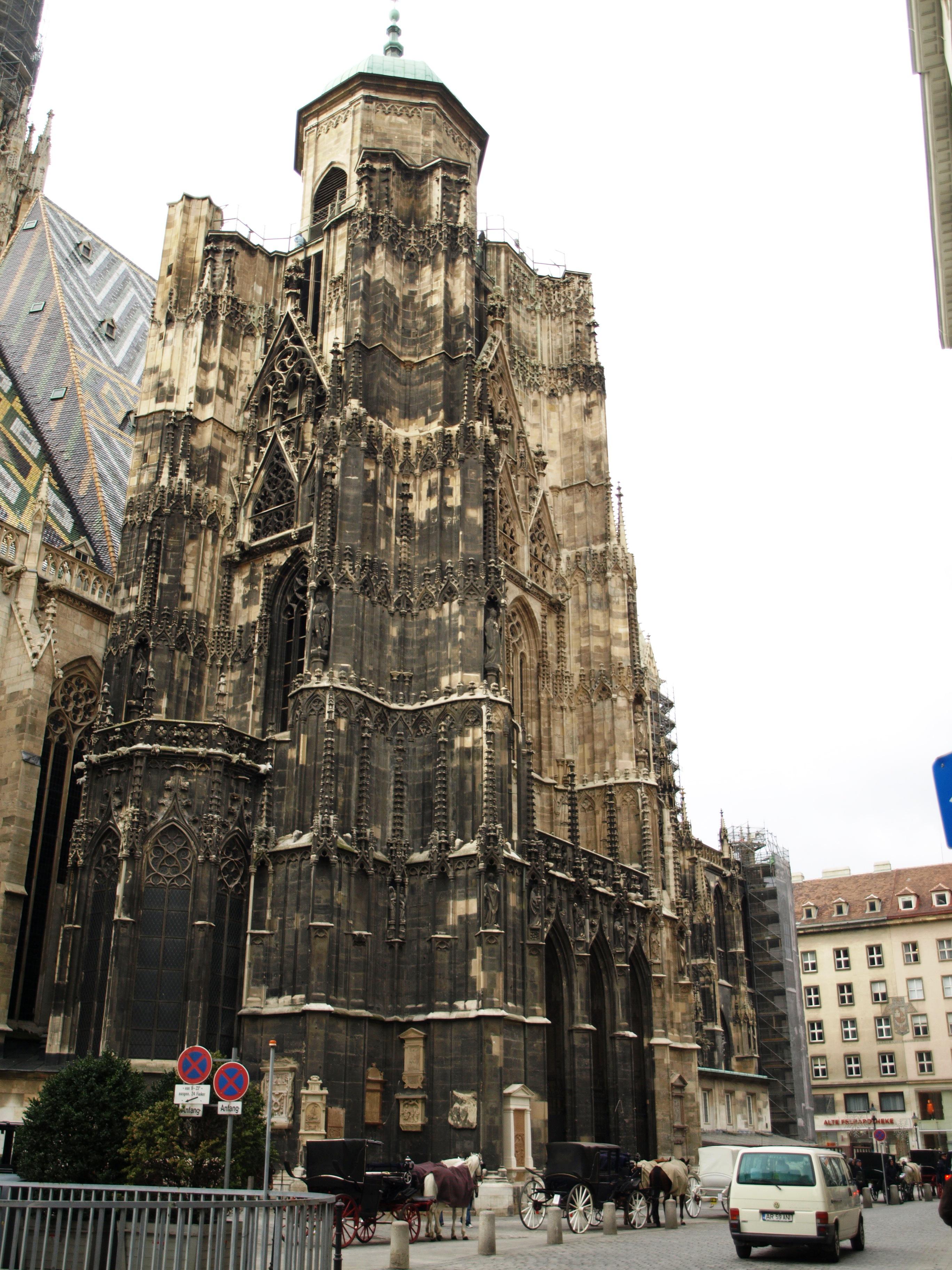 Rakousko - Vídeň - katedrála sv.Štěpána, založena 1137, 1230-58 první přestavba, 1304-1433 gotická přestavba