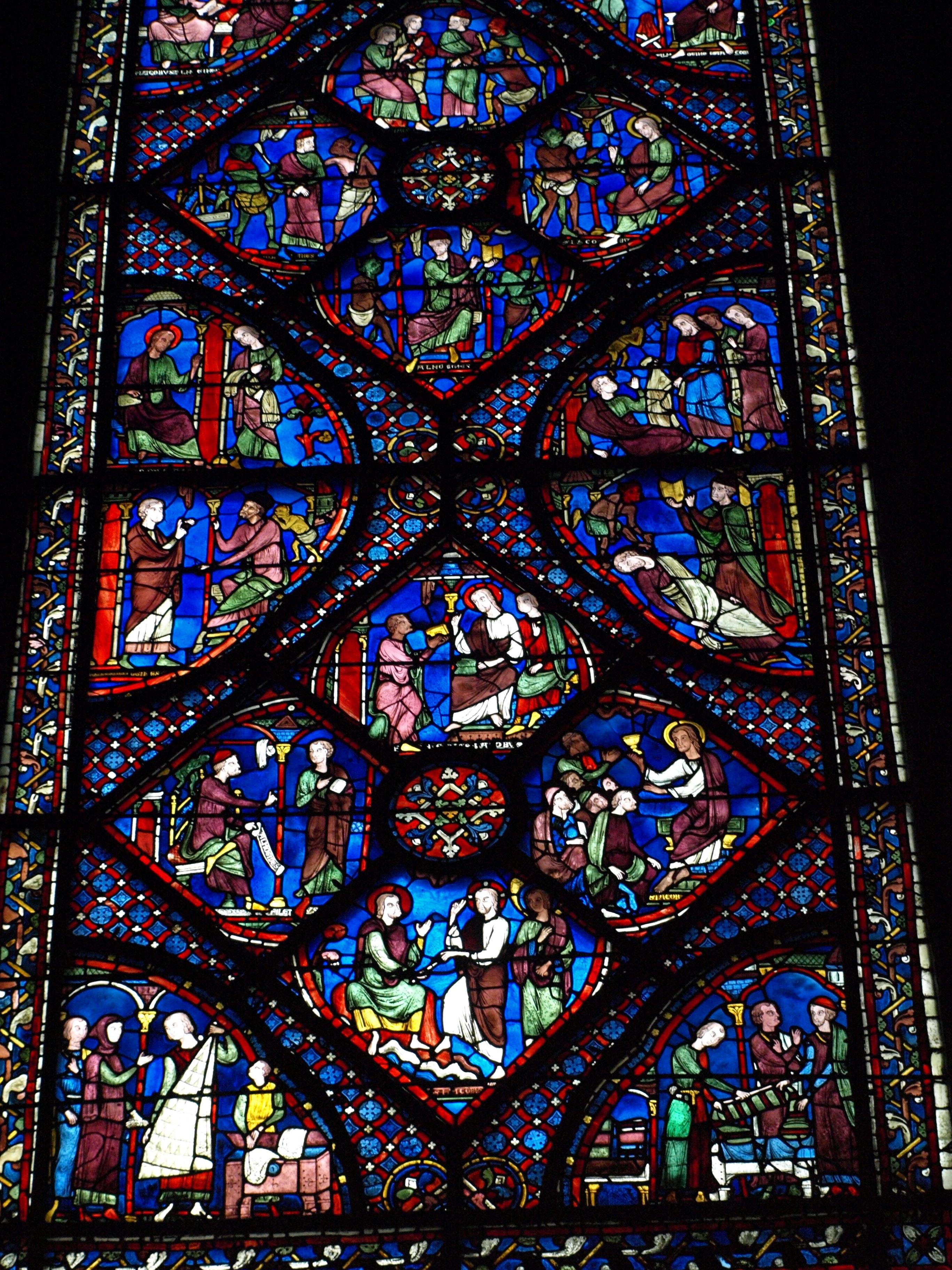 Francie - Bretaň - Chartres, katedrála, typické je použití charakteristické modré barvy tzv. chartreské modři