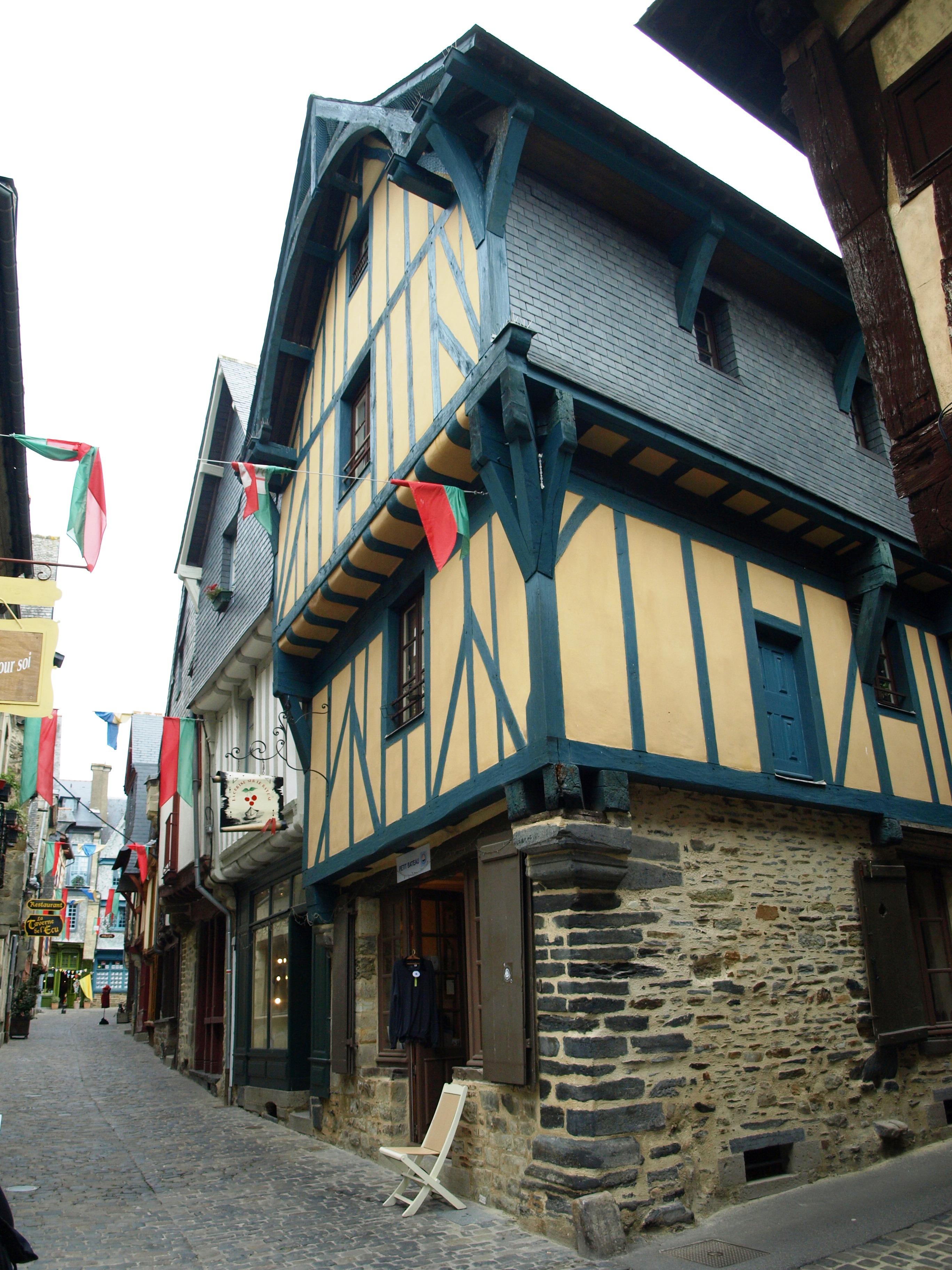 Francie - Bretaň - Vitré, místní zbohatli v 16.stol na výrobě lodních plachet pro velkou část Evropy