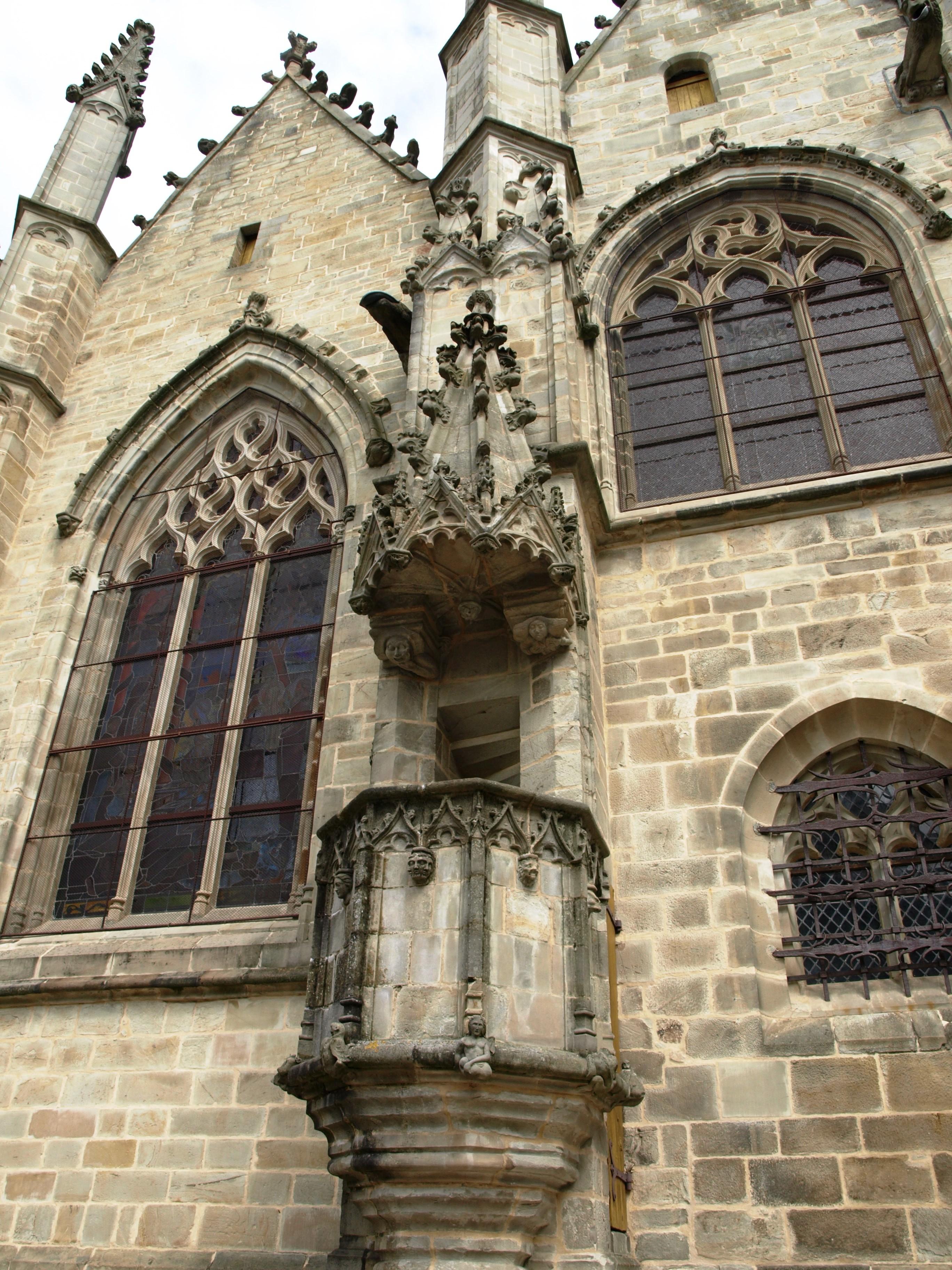 Francie - Bretaň - Vitré, vnější kazatelna na katedrále
