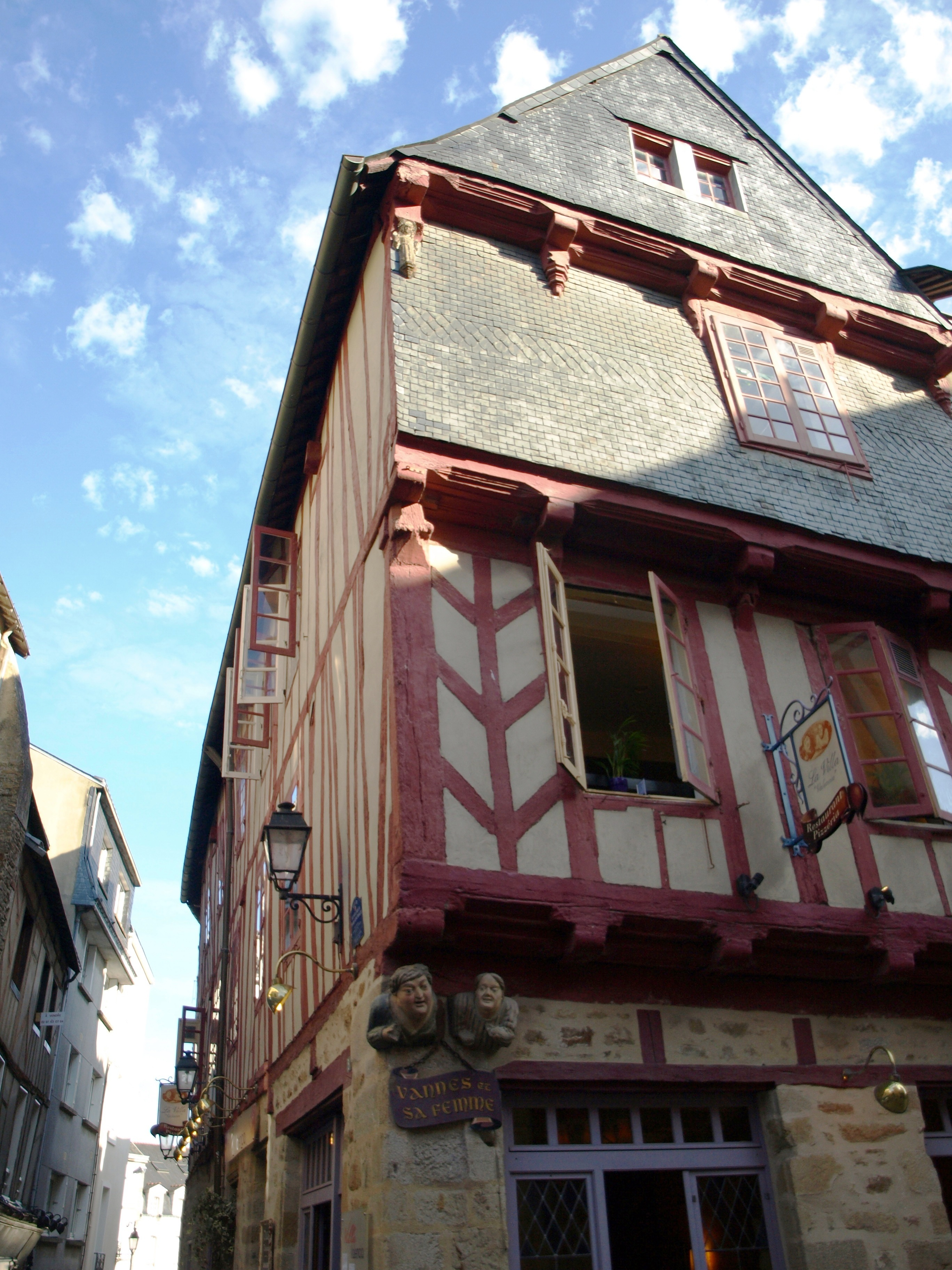 Francie - Bretaň - Vannes, dům ze 16.stol. zvaný Vannes et sa femme