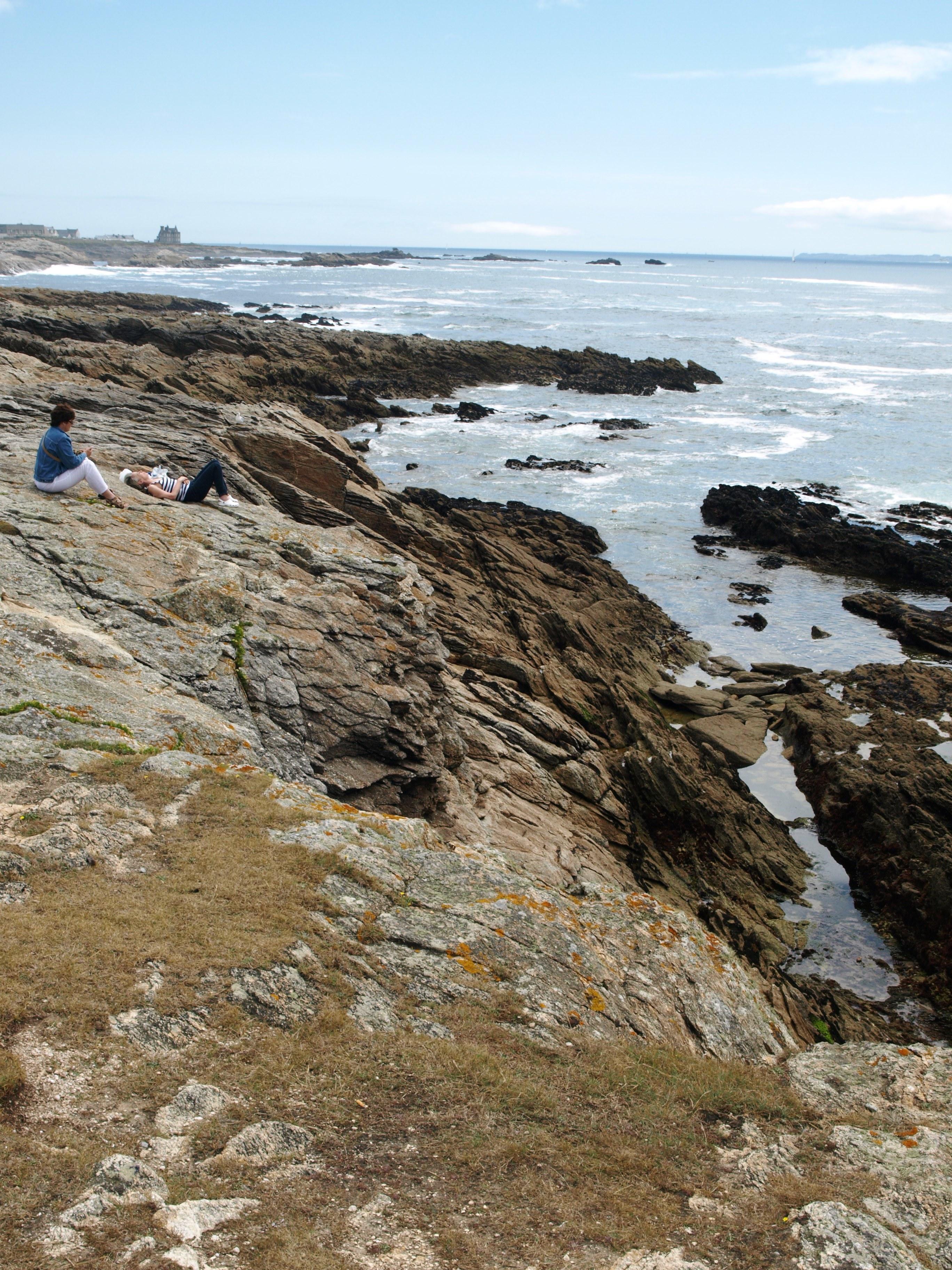 Francie - Bretaň 358 - pobřeží plné mysů, výběžků, ostrůvků a průlivů. Je to pozemská část oceánu, jeho kolonie na pevnině (Kožík)