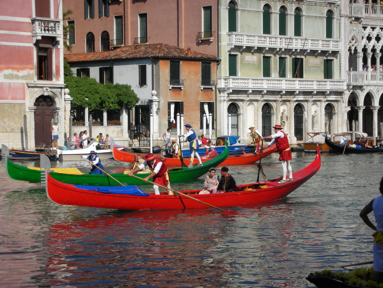 Itálie - Benátky - slavnost gondol na Grand Canale v Rialtu