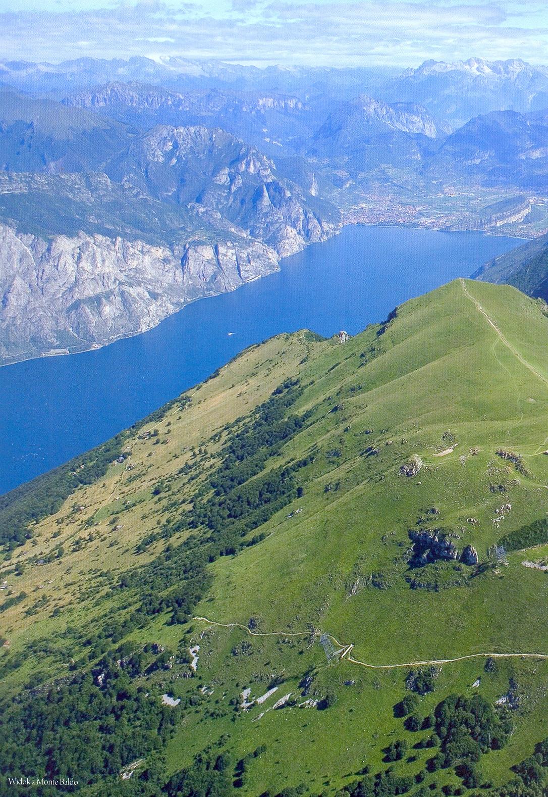 Itálie - Lago di Garda z horského hřebene Monte Baldo