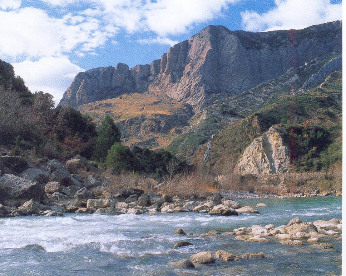 Španělsko - Pyreneje - údolí řeky Gállego