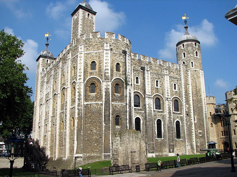 Anglie - Londýn - Tower, Bílá věž, pevnost založena 1066 Vilémem Dobyvatelem (Wiki)
