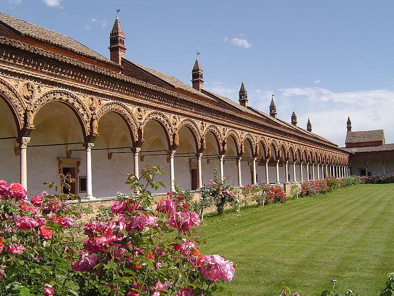 Itálie - Lombardie - Certosa di Pavia - rajský dvůr