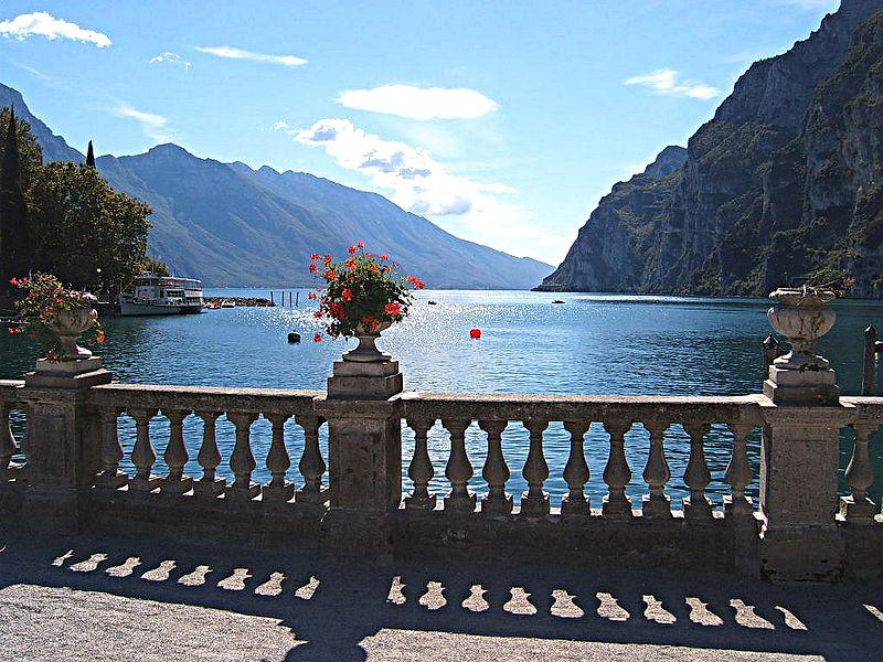 Itálie - Riva del Garda, pohled na jezero Lago di Garda