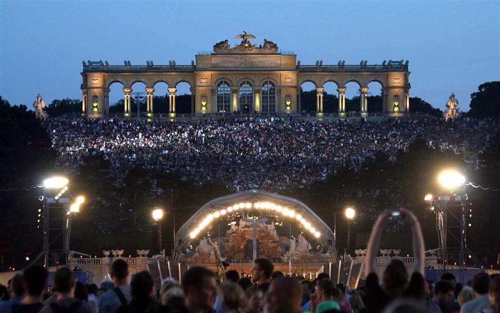 evropské slavnosti - Rakousko - Vídeň - noční koncert Vídeňské filharmonie 2012