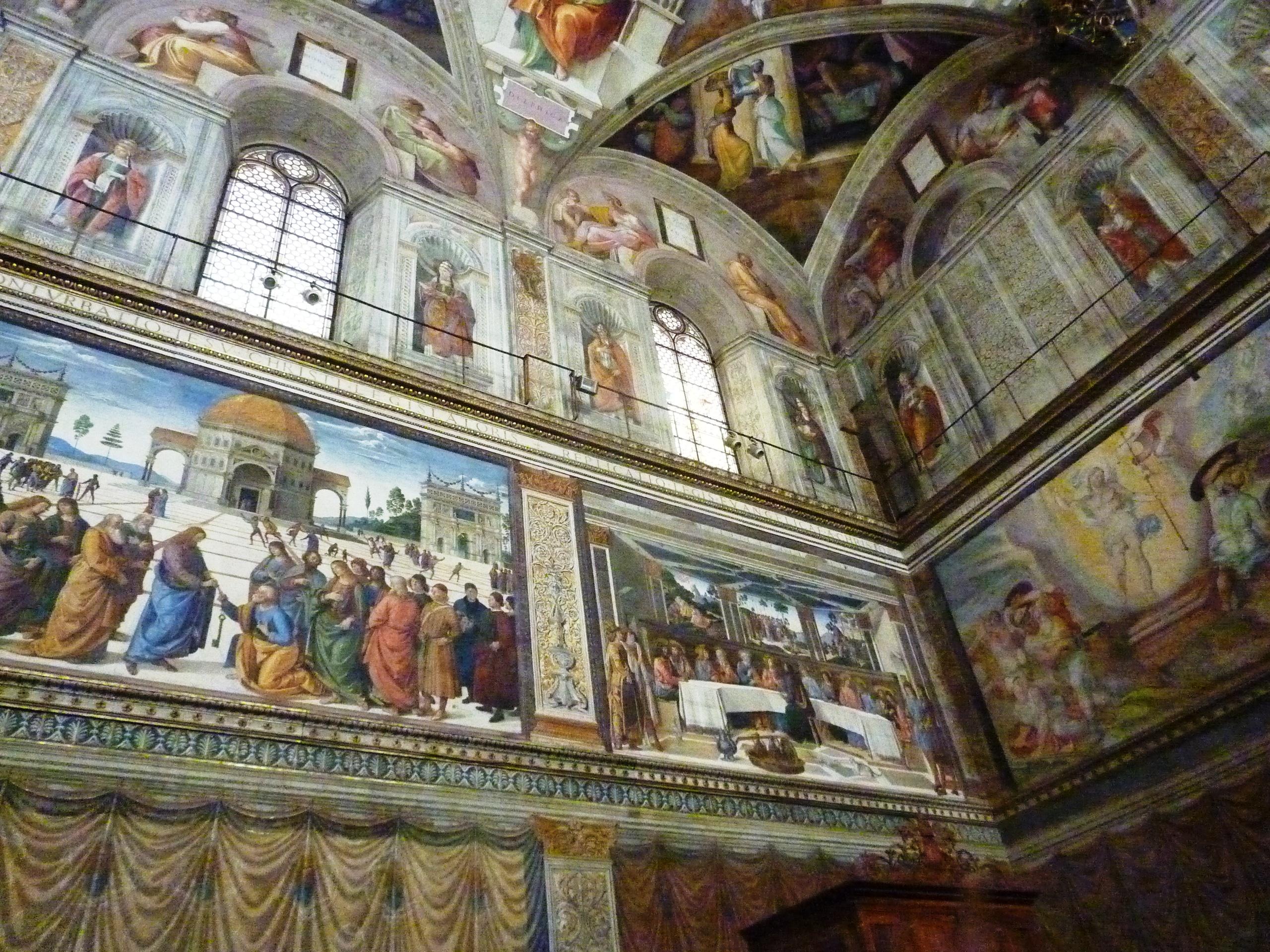 Řím - Vatikán - Sixtinská kaple, zleva dole Předání klíčů sv.Petrovi - Perugino a Poslední večeře - Rosselli