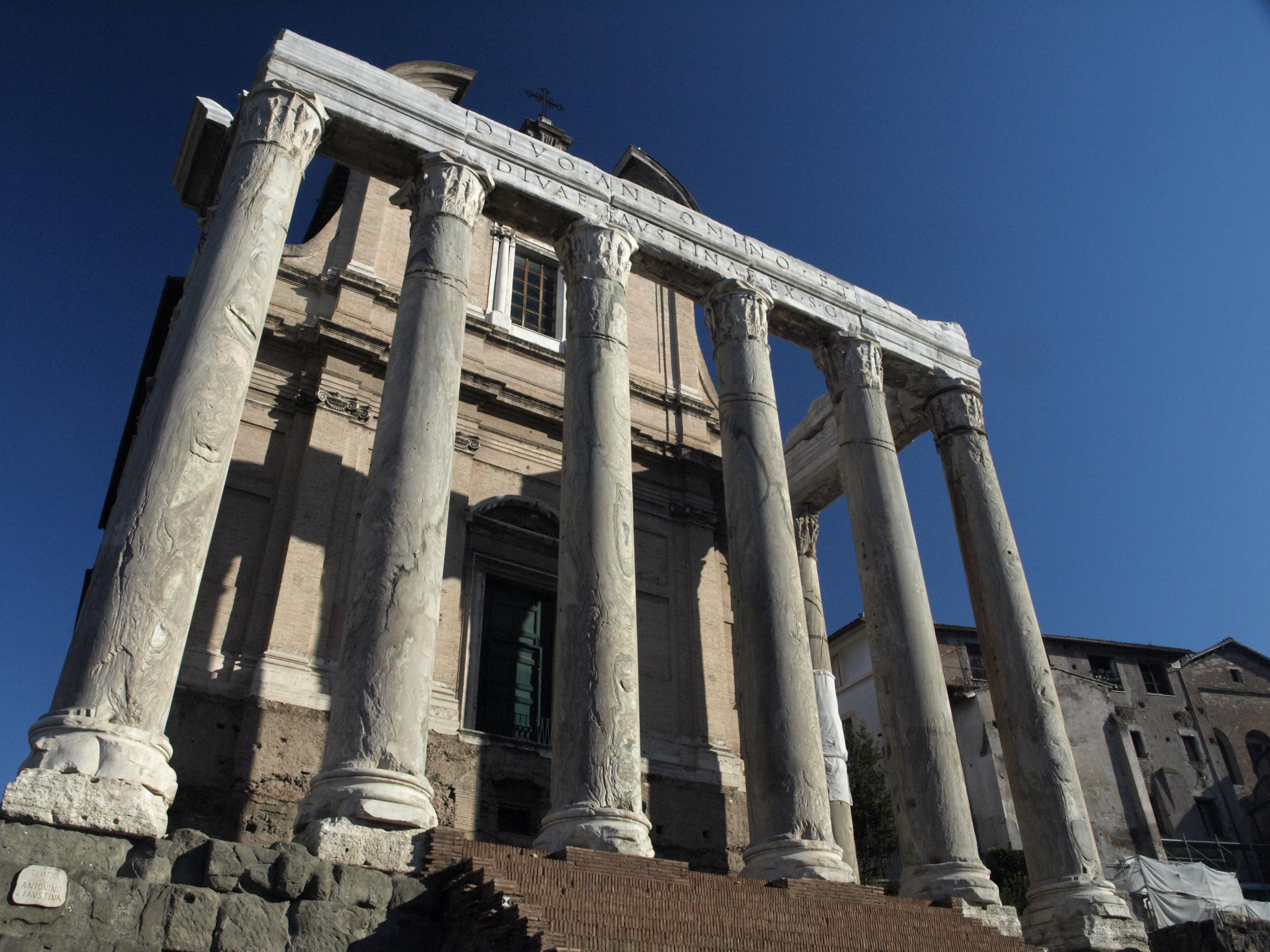 Řím - Forum Romanum - chrám Antonina a Faustiny, 141 n.l, pův. pro manželku Faustinu, po smrti i pro císaře Antonina