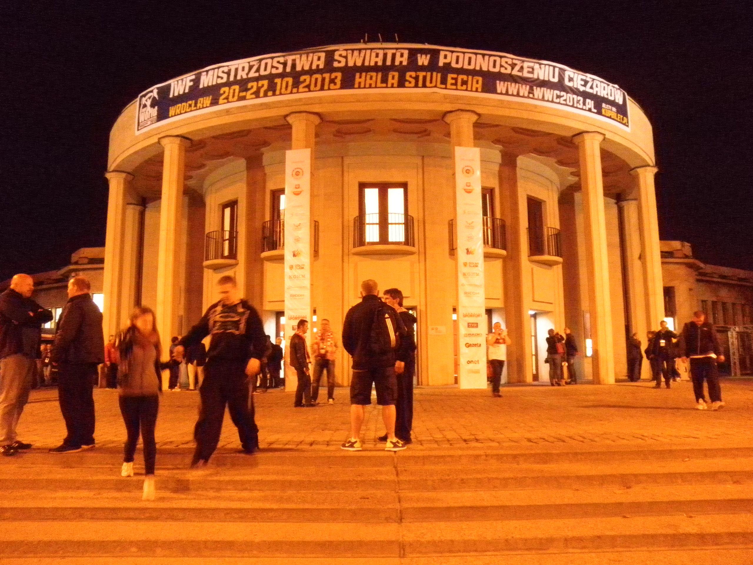 Polsko - Vratislav (Wroclaw) - Hala století, 1911-13, architekt Max Berg, od 2006 památka UNESCO, nejstarší modernistická železobetonová stavba světa
