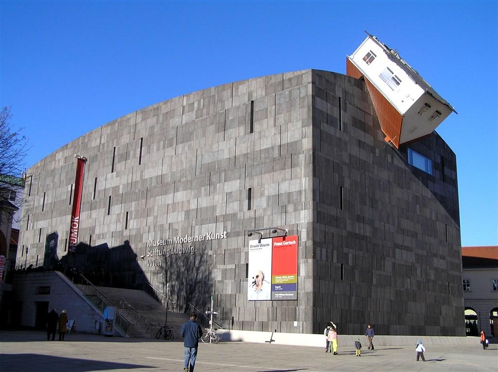 zájezdza uměním výstavy a architektura - Rakousko - Vídeň - Muzeum moderního umění je také součástí Museumsquartier