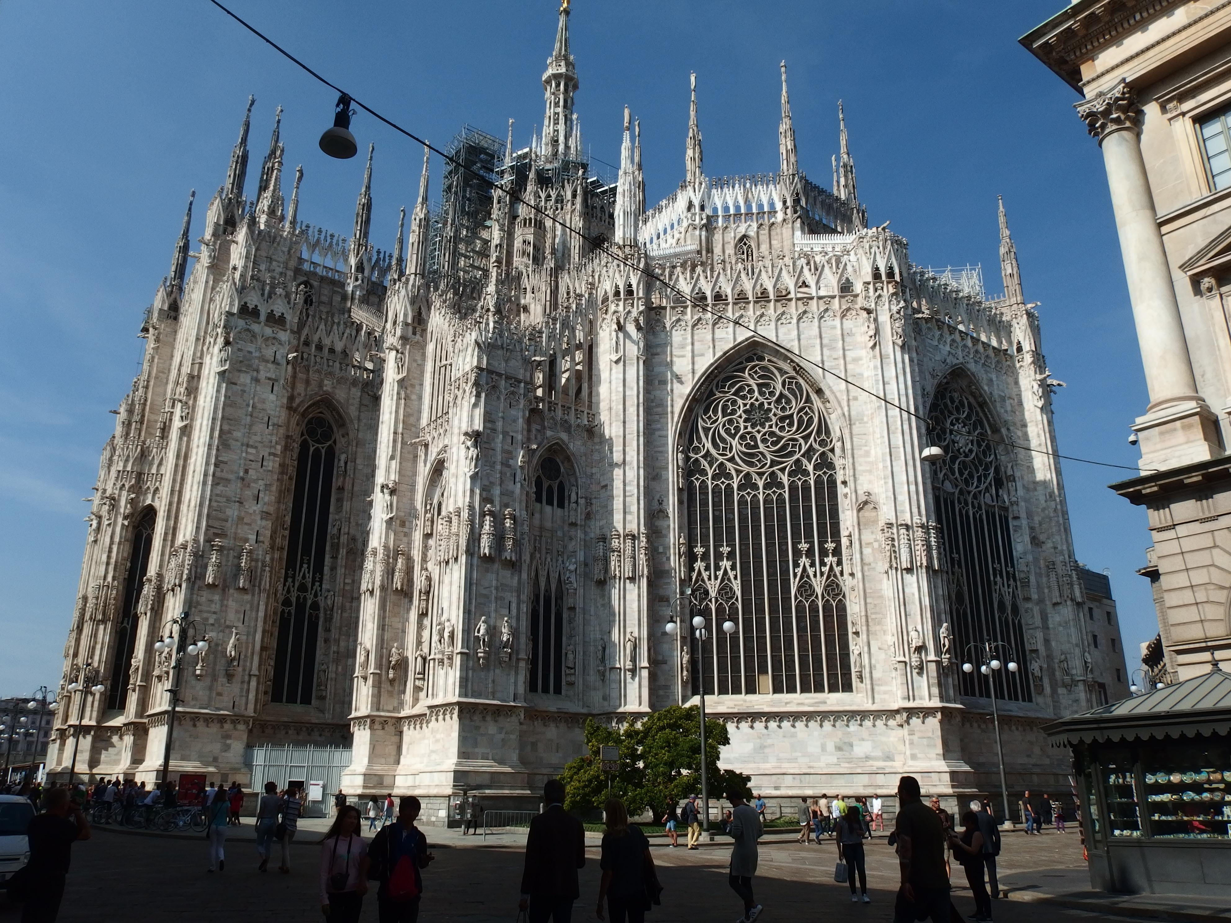Itálie - Miláno - největší gotická katedrála na světě, 1386-1577, ale úplně dokončena až 1813 na zásah Napoleona (fasáda)