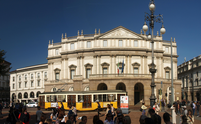 Itálie - Milán - budova opery La Scala, 1776-8, dala postavit Marie Terezie, císařovna rakouská