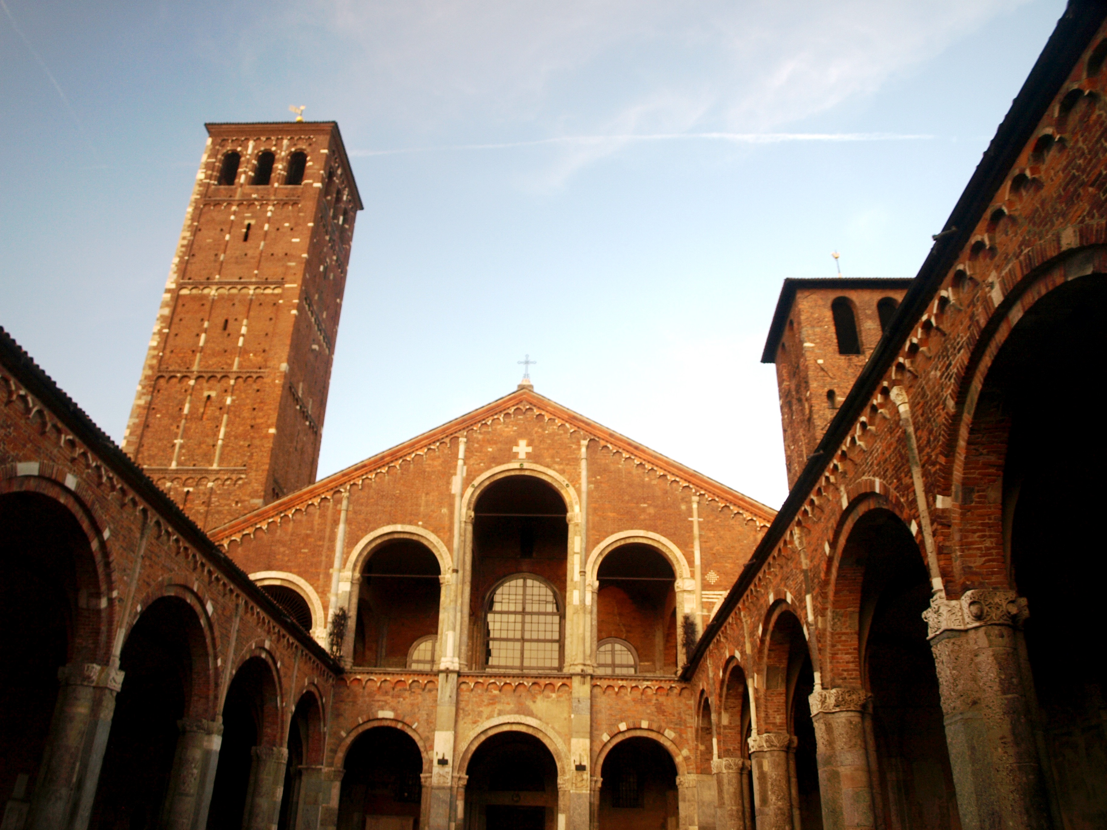 Itálie - Milán - bazilika sv.Ambrože, 8.stol, přestavěna 1080-1144
