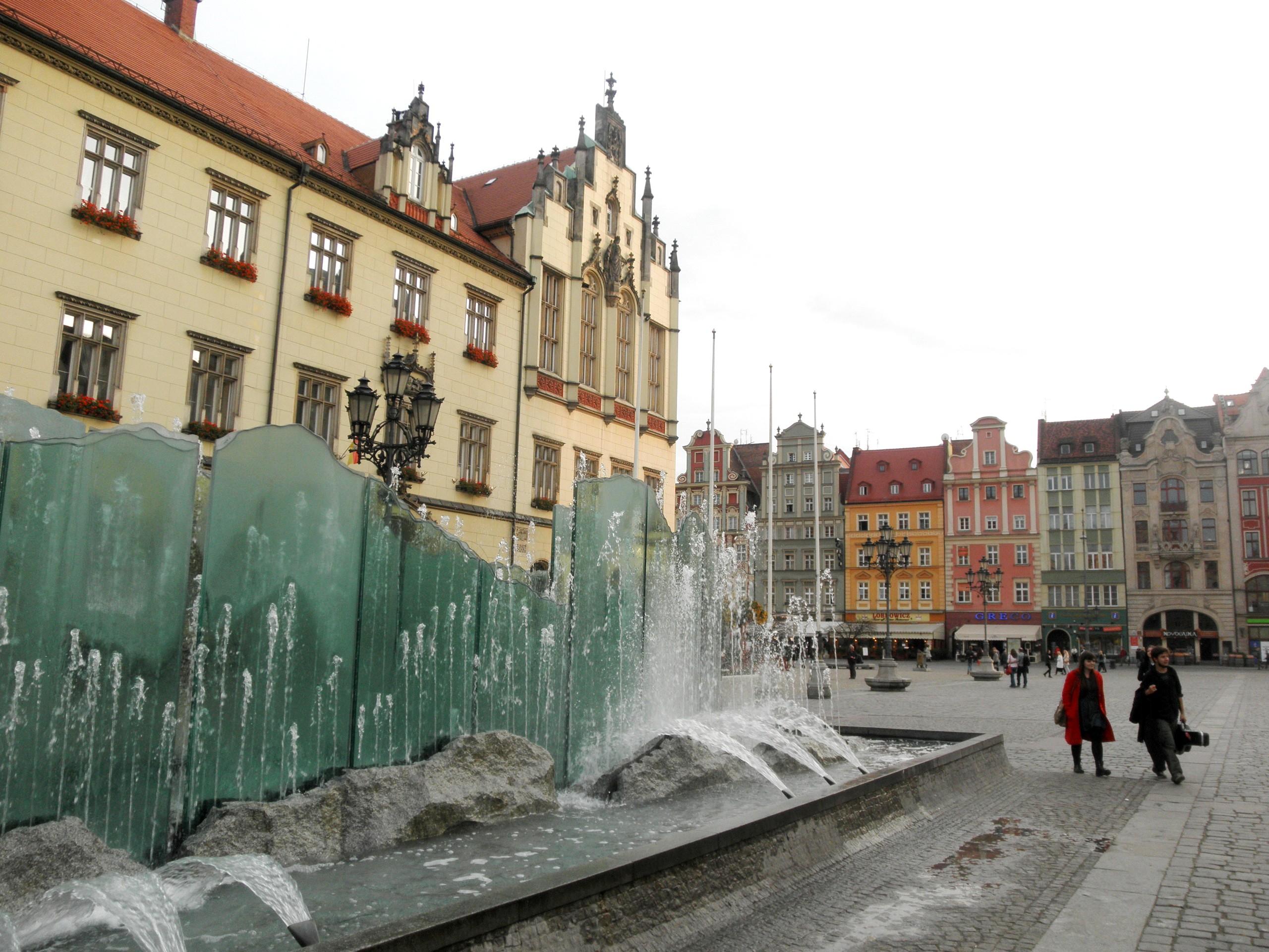 Polsko - Vratislav (Wroclaw), Skleněná fontána neoficiálně nazývaná Pisoár