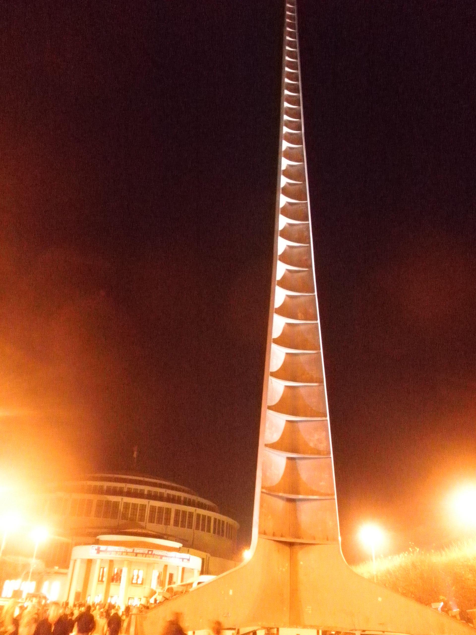 Polsko - Vratislav (Wroclaw), Iglica (Spirála), 1948 u příležitosti Výstavy znovuzískaných zemí, architekt S.Hempel, 96 m, od 2006 památka UNESCO