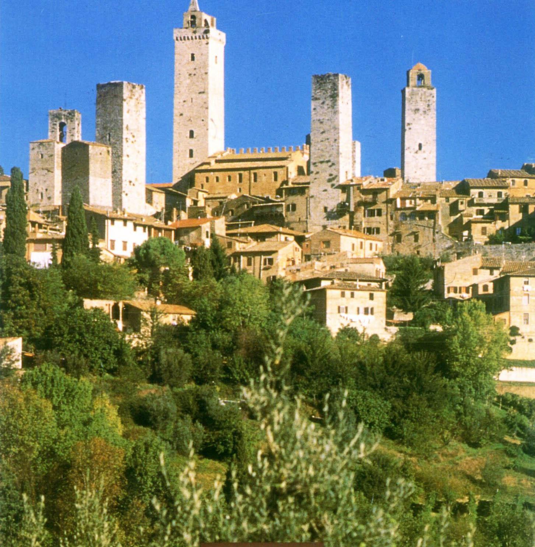 Itálie - Toskánsko - San Gimignano, rodové věže tvoří typickou siluetu města