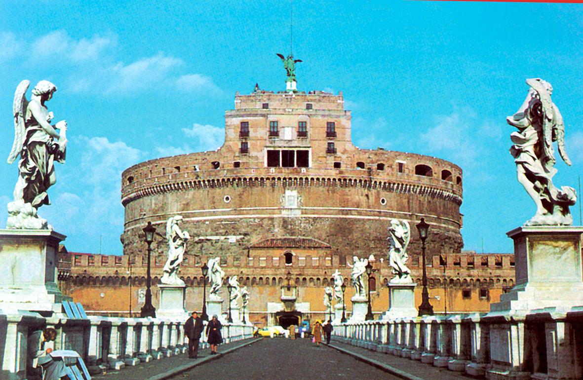 Itálie - Řím - Andělský hrad, původně rodinné mauzoleum císaře Hadriána, post 135-9, později papežská pevnost a vězení