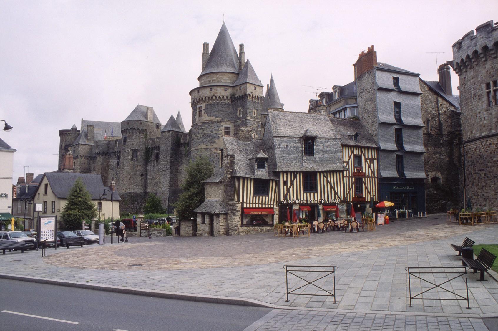 Francie - Bretaň - Vitré je město s největším počtem památek v Bretani a ještě i tzv. květinové město