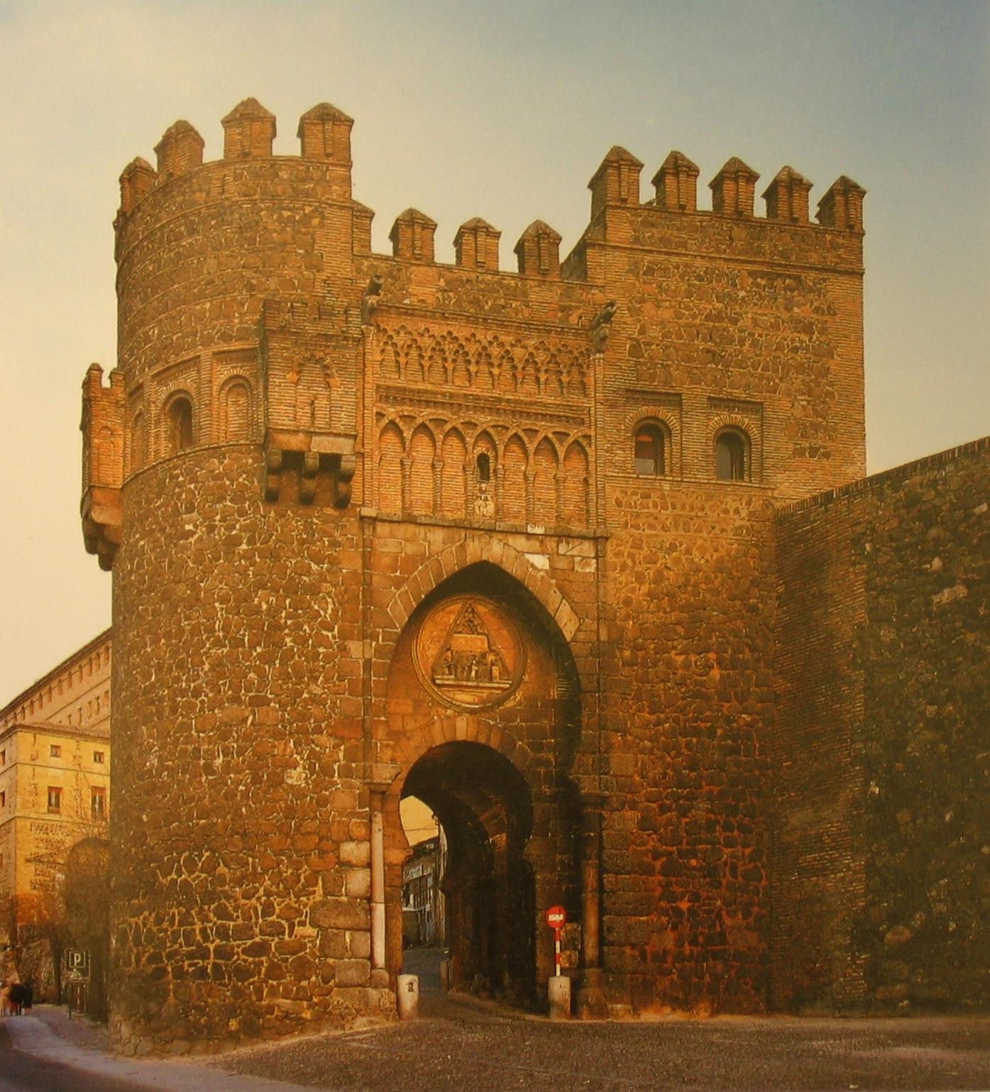 Španělsko - Toledo - Puerta del Sol, postavená ve 14.století johanity, městská brána v mudejárském stylu