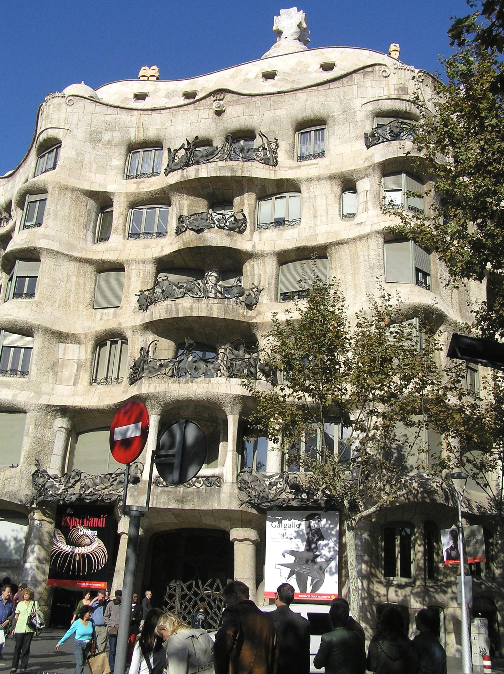 Španělsko, Barcelona, Casa Mila, průčelí
