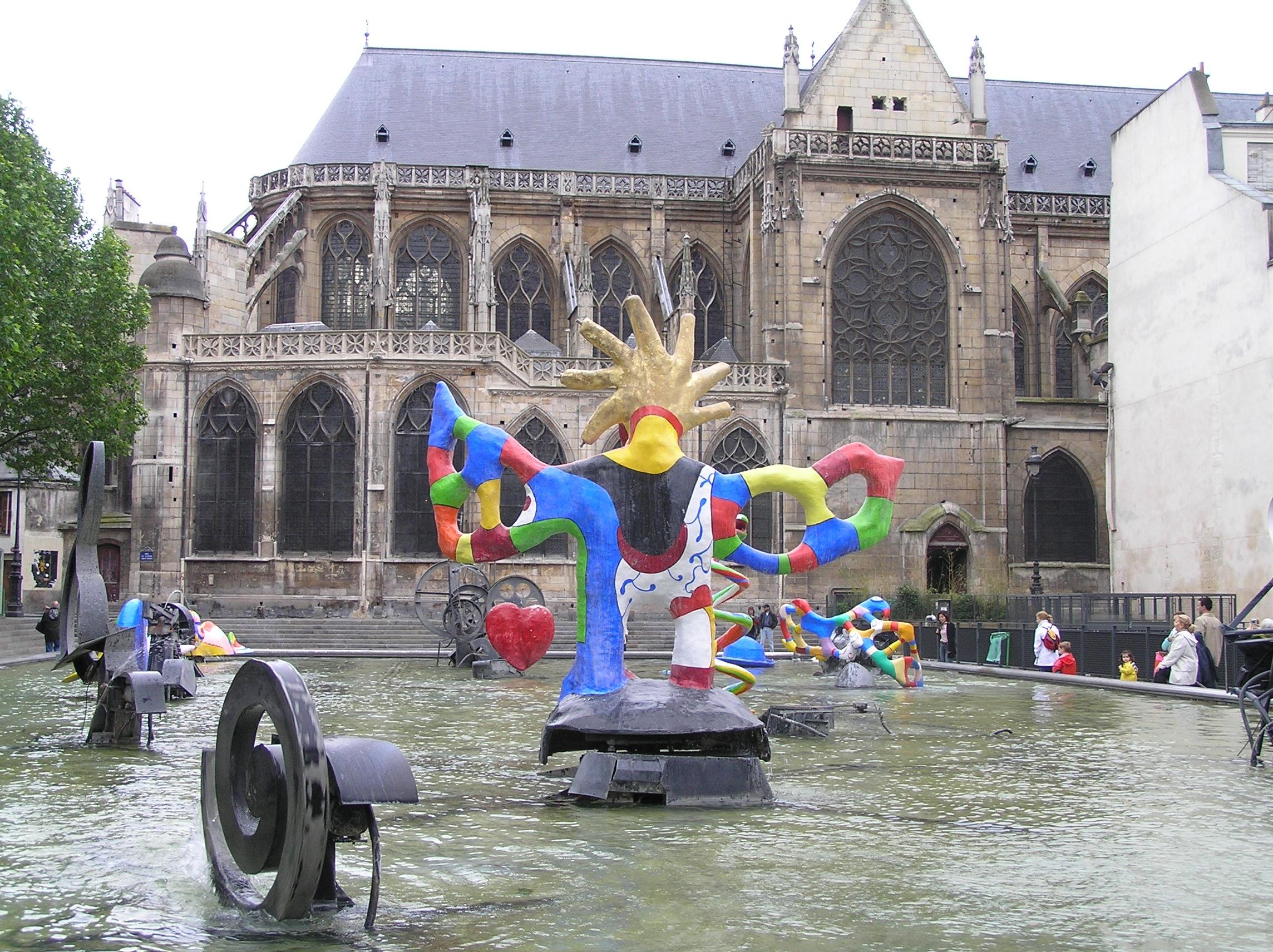 Francie - Paříž, kostel St. Mary a Stravinského kašna, 1983, J.Tinguely a N.de Saint Phalle, má vyjadřovat Stravinského hudbu