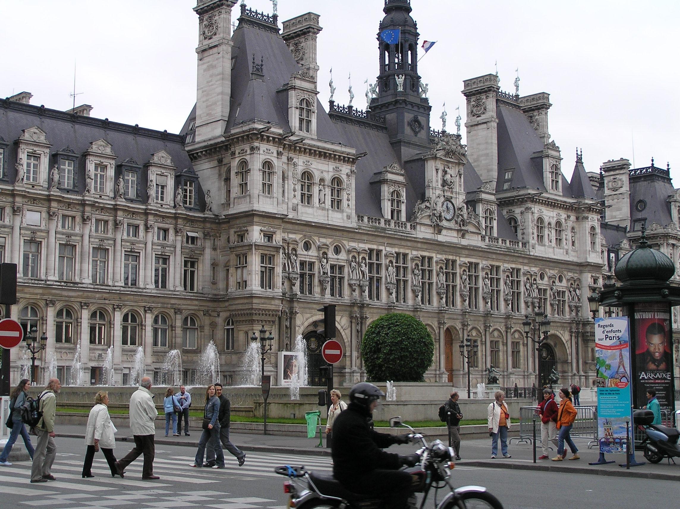 Francie - Paříž - Hotel de Ville, stará radnice ze 17.stol 1871 vyhořela, rekonstruována do původní podoby