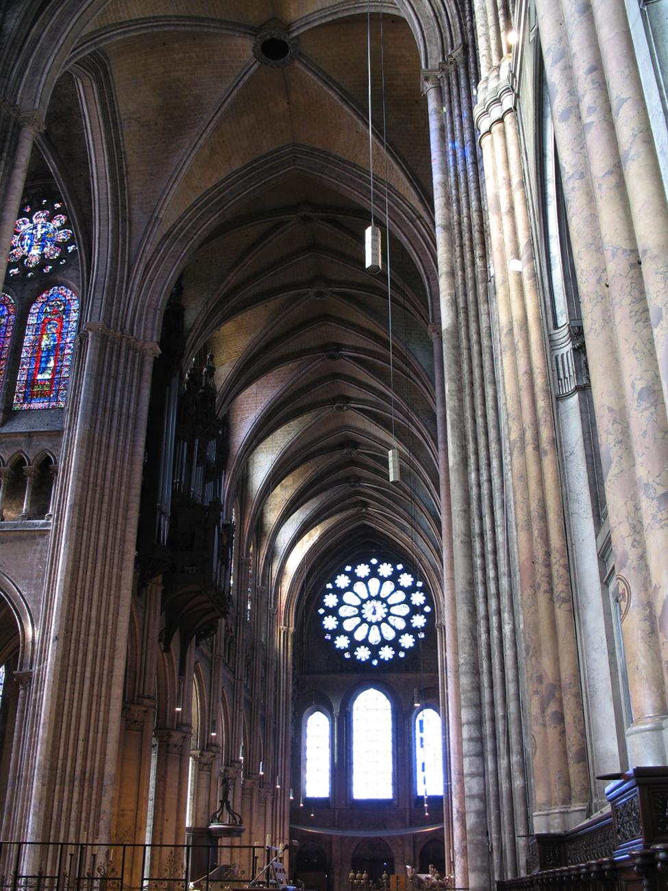 Francie, Chartres, interiér katedrály