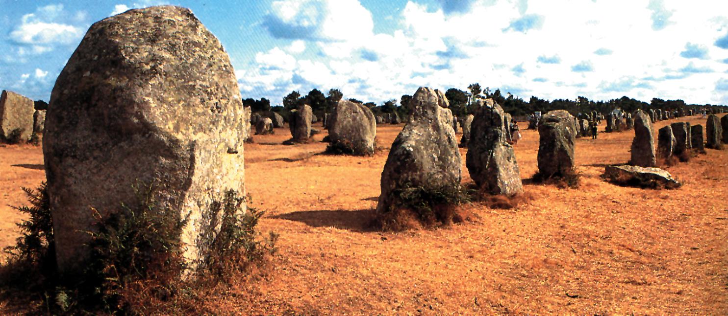 Francie - Carnac - menhirové řady z neolitu