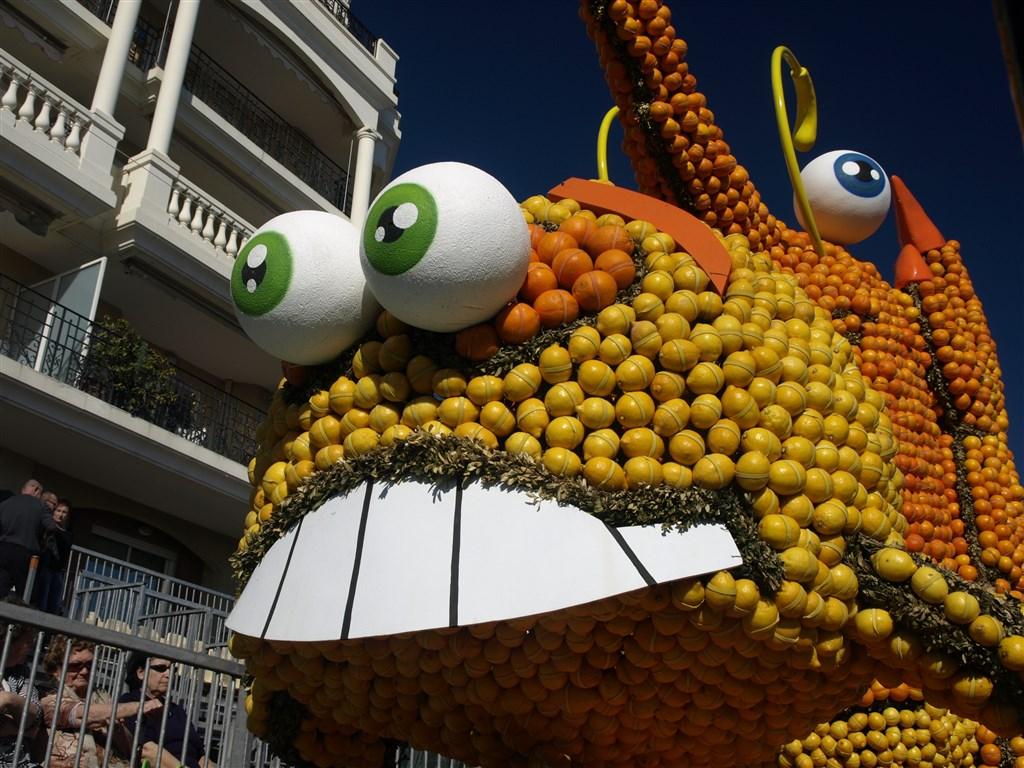 evropské slavnosti - Francie - Menton, Corsi des Fruits d´Or, obří sochy z citrusů