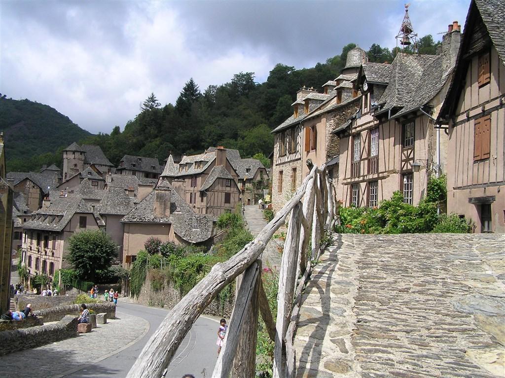 zajímavosti - Francie - Conques, zastávka na Svatojakubské cestě do Santiaga de Compostella